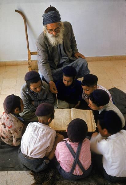 Yemeni Jewish children studying (file photo LIFE)