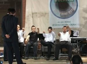 LMSW Martin (Mordechai, Mutty) Weinberger performing Jewish hypnosis at a Biderech concert