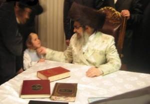 Satmar Rebbe Tells Followers: No Videos, Don't Send Children to Music Lessons