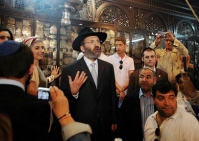 Rabbi Gilles Bernheim (C) gives his speech (Photo: AFP)