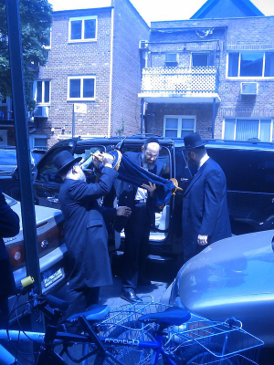 Yanky Meir of Missaskim brings back the Tohras from teh DA's office to memebrs of the Shul