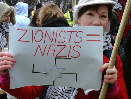VIDÉO: Des anti-israéliens interrompent un match de football