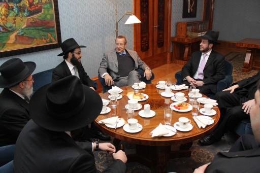 The delegation meets the President of Estonia, Mr. Toomas Hendrik Ilves. Credit: Oleg Loshak.