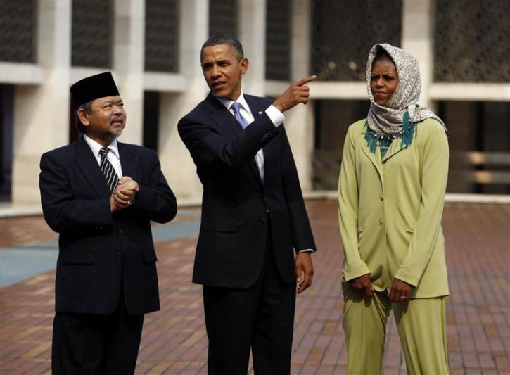 Obama Rebuts Anti-Muslim Rhetoric In First U.S. Mosque Visit