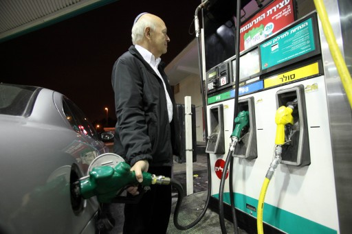 Israeli driver fill benzene at a gas station in Jerusalem on January 1 2011.The fuel price will be raise at midnight in 6 percent. Photo by Yossi Zamir/Flash 90