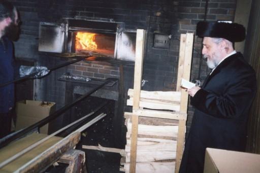Liska Rebbe, Rav Tzvi Hersh Friedlander baking Erev Pesach Matazh