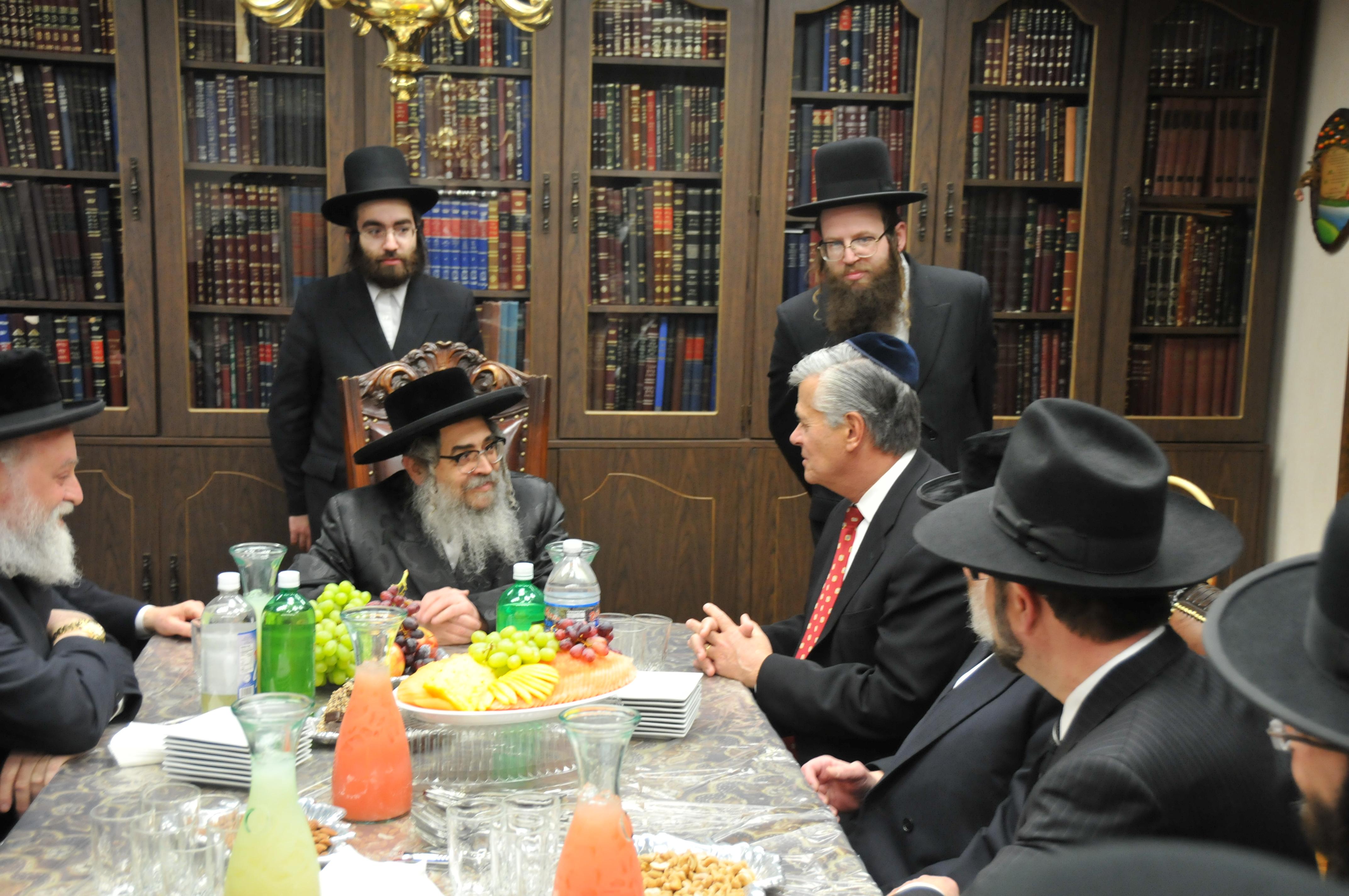 Kiryas Joel, NY - Satmar Rebbe Thanks Sen. Skelos After Rabbinicalkiryas joel village