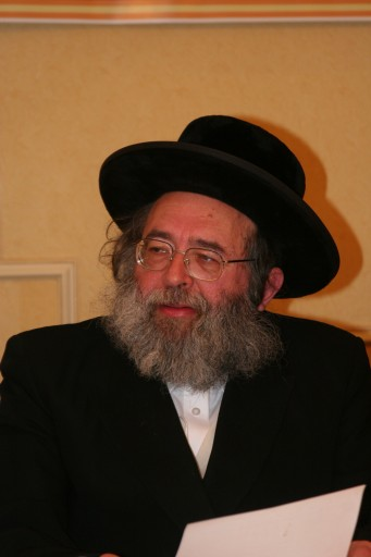 Rav Gavriel Zinner ranks among the most sought-after halacha expert.