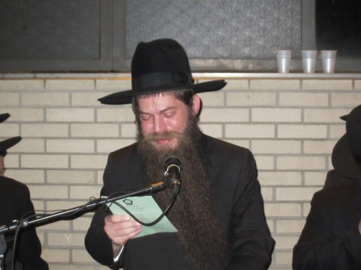 Rabbi Eisenberg eulogizing