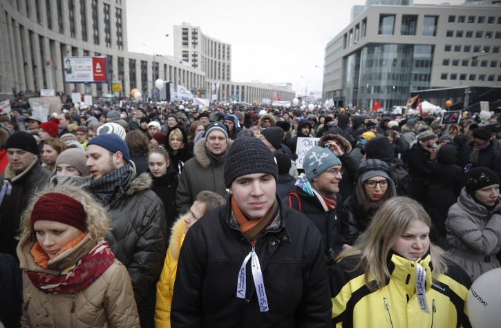 Protesters gather to protest against alleged vote rigging in Russia's parliamentary elections on Sakharov avenue in Moscow,  Russia, Saturday, Dec. 24, 2011. Tens of thousands of demonstrators on Saturday cheered opposition leaders and jeered the Kremlin in the largest protest in the Russian capital so far against election fraud, signaling growing outrage over Prime Minister Vladimir Putin's 12-year rule. (AP Photo/Ivan Sekretarev)