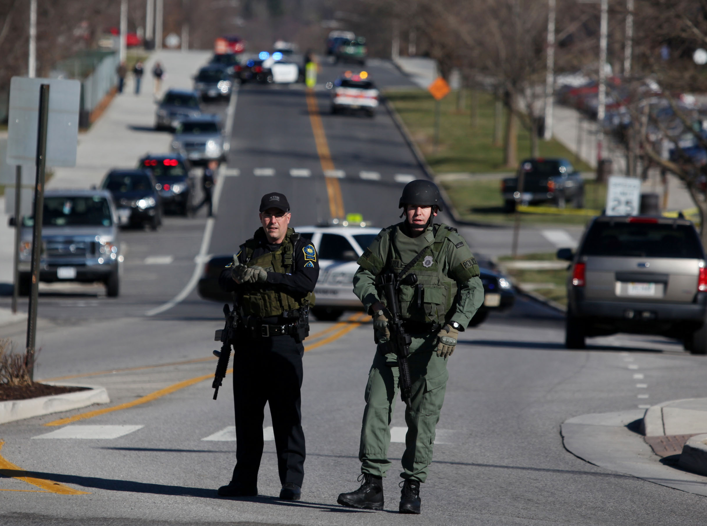 Police Officers Block A Road On The Virginia Tech Campus In Blacksburg,  Va, Blockcalleridonaphonenumber_34 Vtech Connect To Cell How