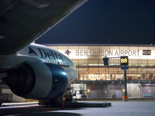 A Delta Boeing 777 standing by Terminal 3 building at Ben-Gurion International Airport. Photo by Tsahi Ben-Ami / Flash 90