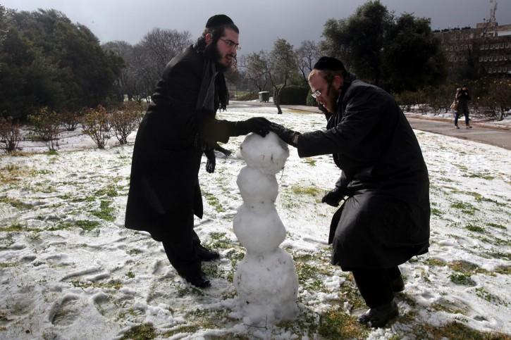 Snow falling on a winter day in Jerusalem. March 02, 2012. Photo by Yossi Zamir/Flash 90