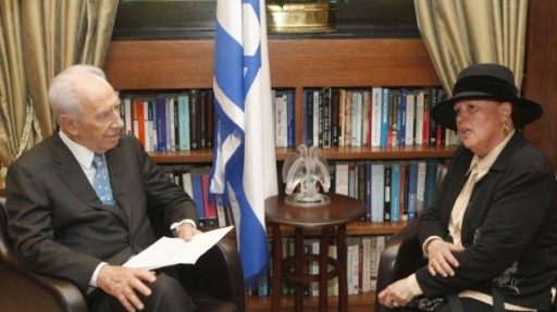 Esther Pollard, Jonathan Pollard's wife, meets with President Shimon Peres at his residence. (file photo credit: Uri Lenz/Flash90)