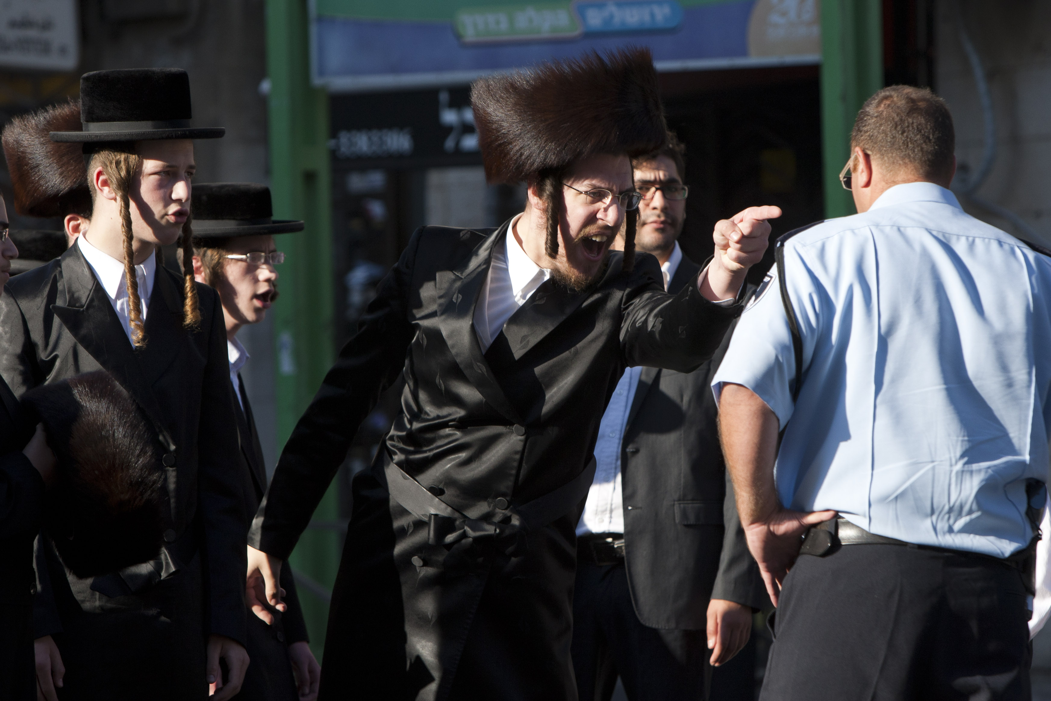 Mea She'arim - Charedim Try To Block Street in Jerusalem ...