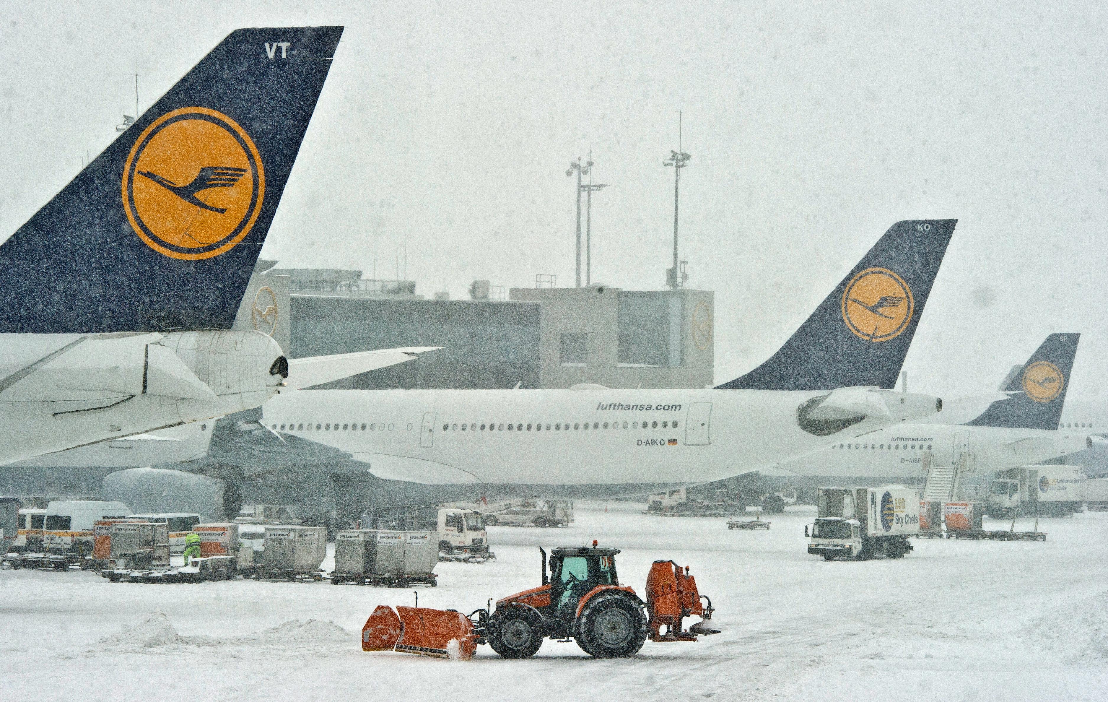 germany frankfurt airport shut down amid heavy snowfall