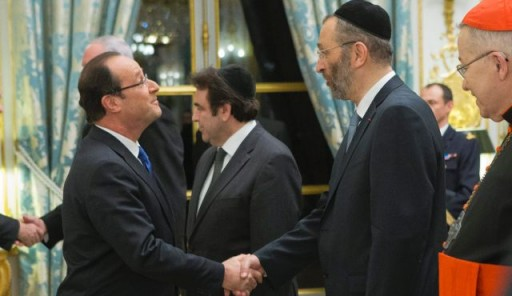 Rabbi Gilles Bernheim, right, shakes hands with French President Francois Hollande at the Elysee Palace in Paris, Jan. 8, 2013. (Photo AP)