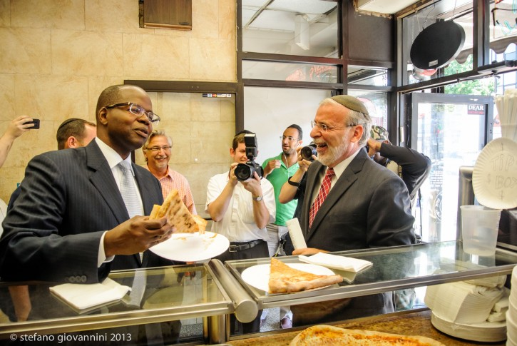 Dov Hikind endorses Ken Thompson for Brooklyn District Attorney at Amnons pizza on 13th Ave. in Borough Park section of Brooklyn NY July 30, 2013(Stefano Giovannini-VINnews.com)