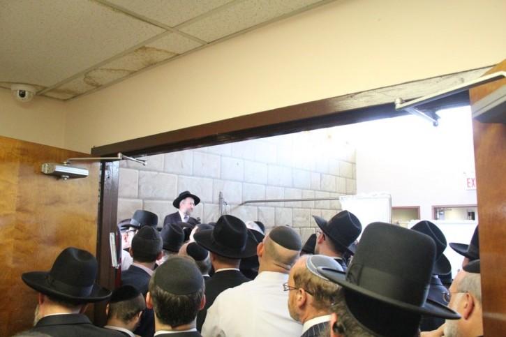 Rabbi Yisroel Reisman of Torah Vodaas at the funeral. Photo: Shimon Gifter-VINnews.com)