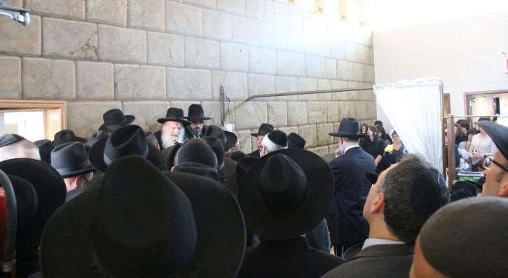 Rav Matisyahu Salomon at funeral. (photo: Shimon Gifter-VINnews.com)