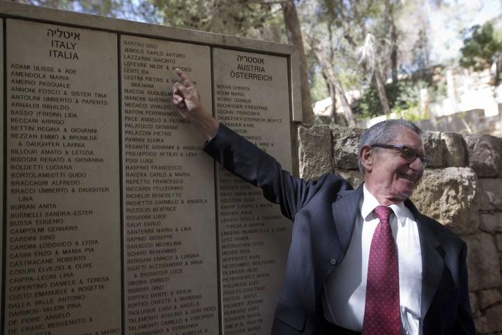 Holocaust Denial: How to Refute Holocaust Denial