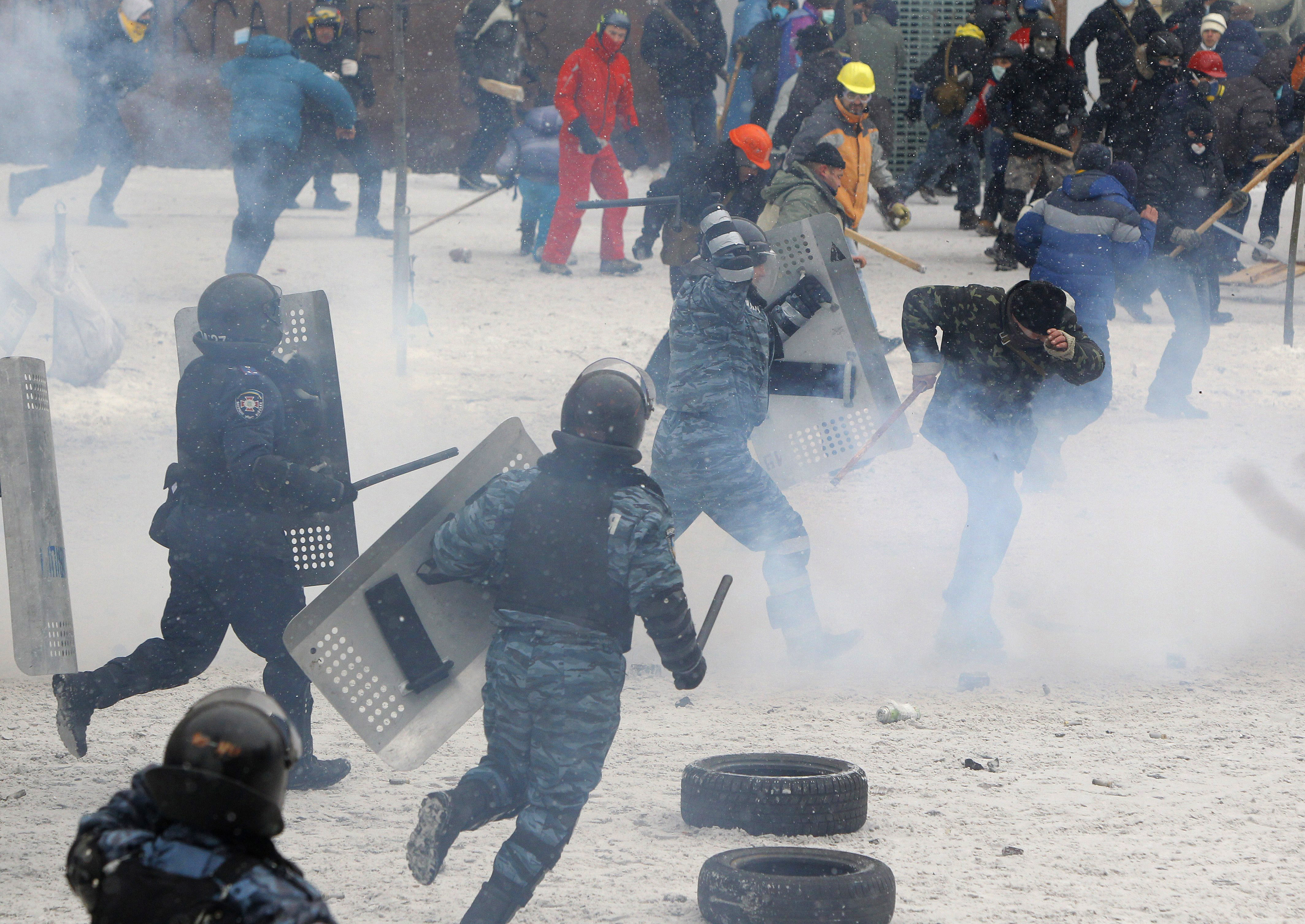 In the center of Kiev began clashes of dissatisfied citizens with the police 17.10.2017 94
