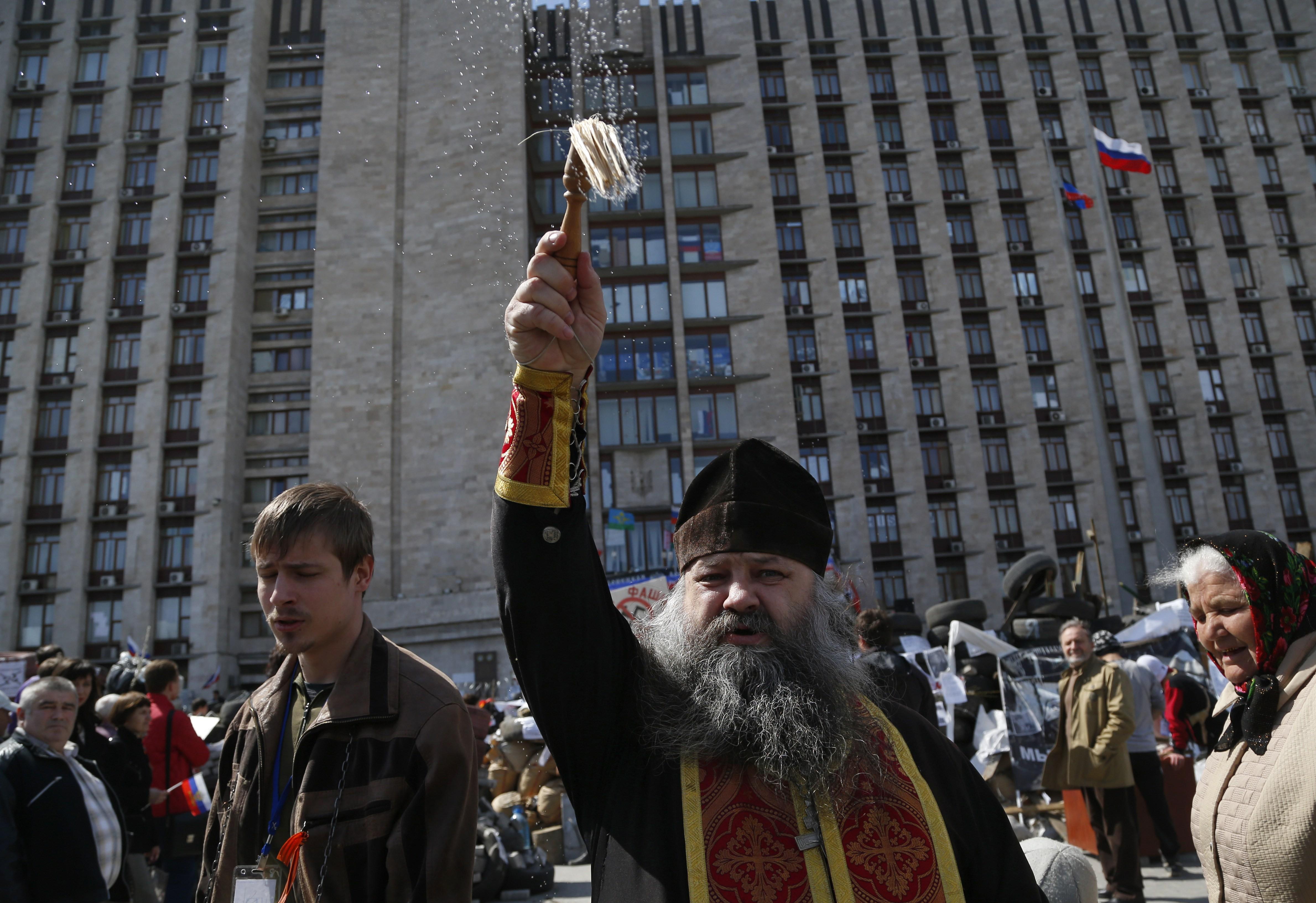 Obama warns Russia against Ukraine intervention - CNN