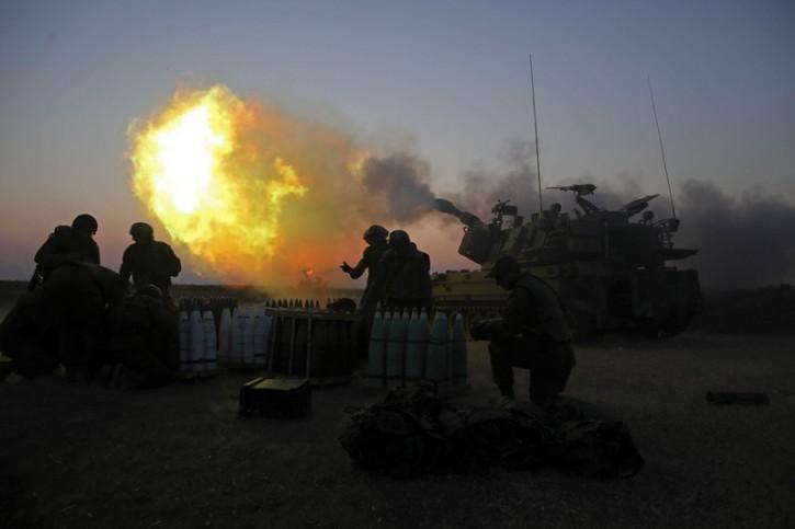 Israeli cannon fires artillery shells from an artillery unit near the Israeli border with Gaza, 21 July 2014. EPA/ABIR SULTAN