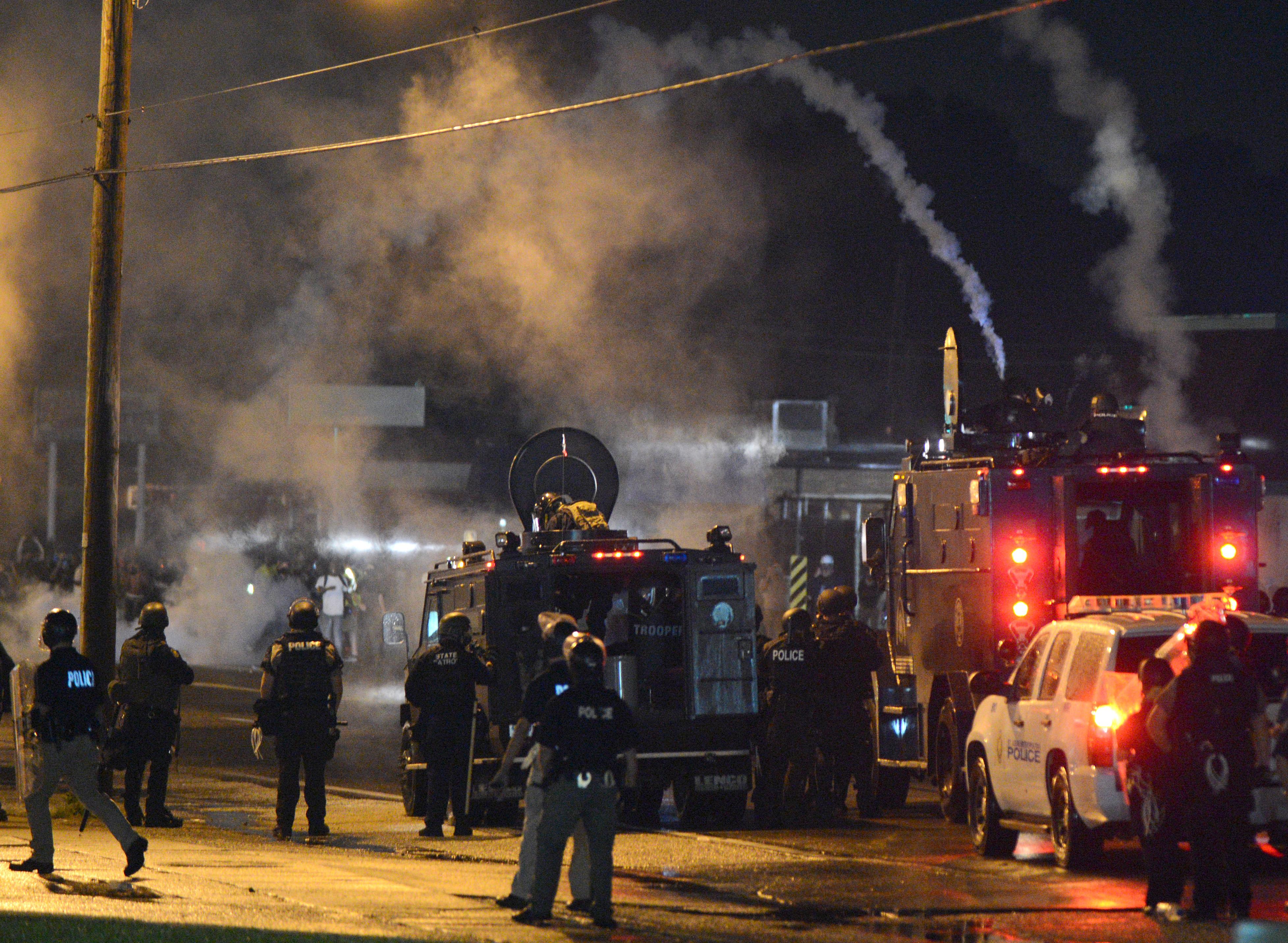 Ferguson, MO - Gunfire Erupts As Protesters Flee In ...