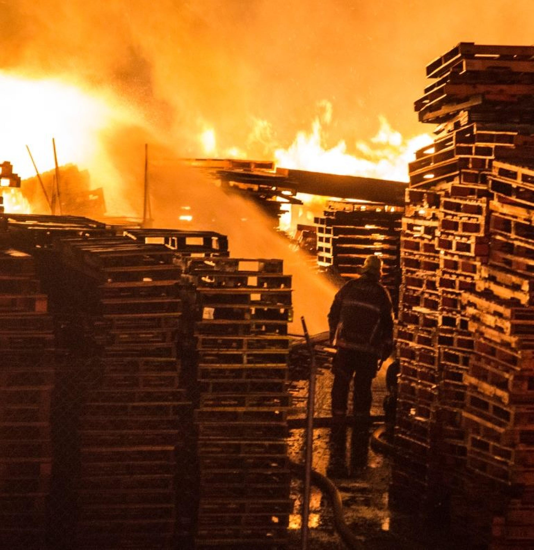 Fontana, CA - Huge Fire Destroys Southern California ...