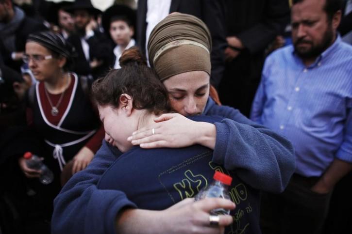 Israelis mourn during the funeral of Aryeh Kopinsky, Calman Levine and Avraham Shmuel Goldberg in Jerusalem November 18, 2014. Reuters