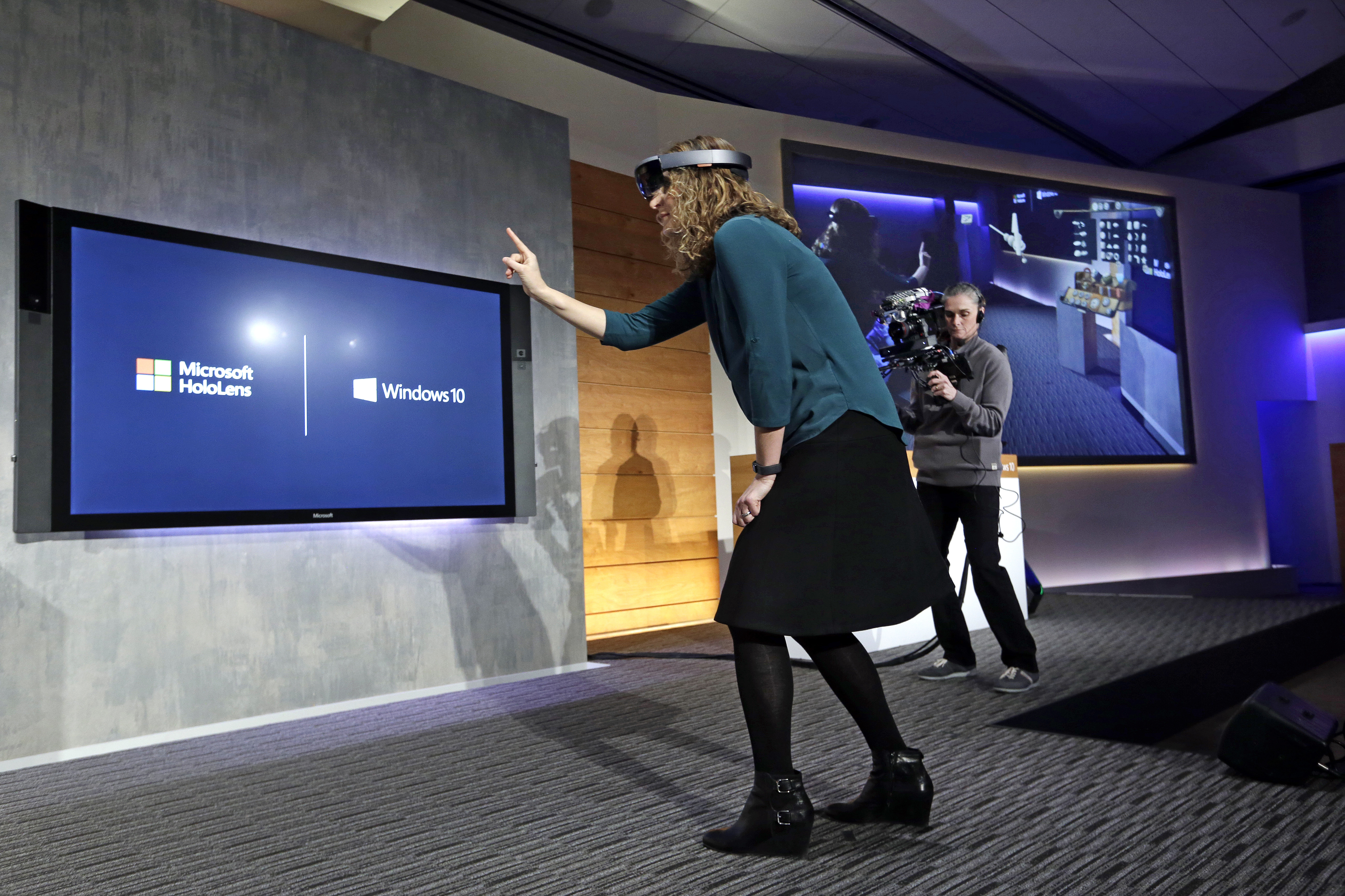 How To Retrieve Email In Outlook >> Redmond, WA - Microsoft Shows Off Windows 10 And 'HoloLens'