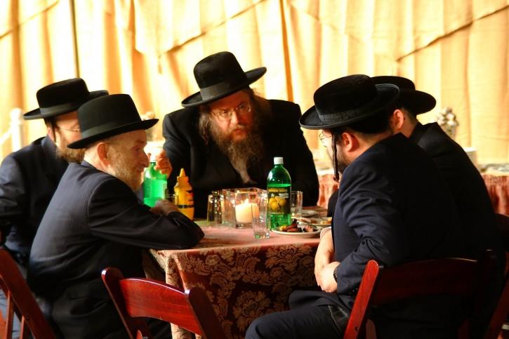 In this undated Photo Rav Gelbmen (center) is seen in a conversation with Satmar Bali Batim (UTA)