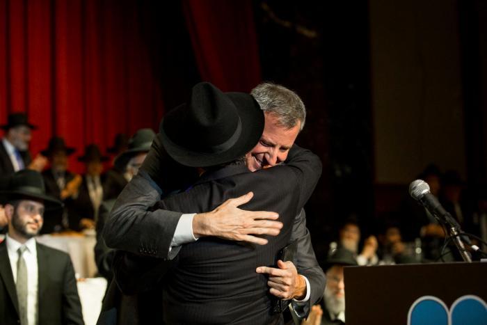 FILE - NYC Mayor Bill deBlasio addresses Agudath Israel 92nd Dinner at NY Hilton in Manhattan on May 28, 2014. (Shmuel Lenchevsky/VINnews.com)