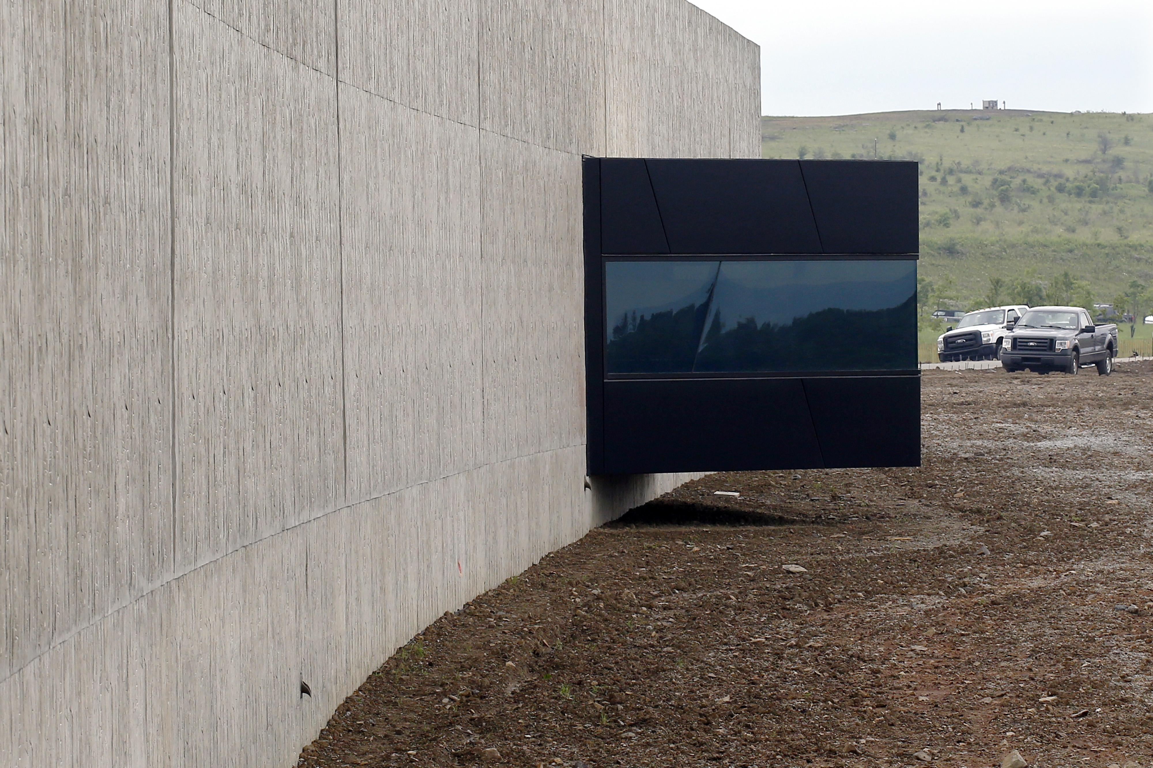 Shanksville pa flight 93 national memorial visitors for Area933