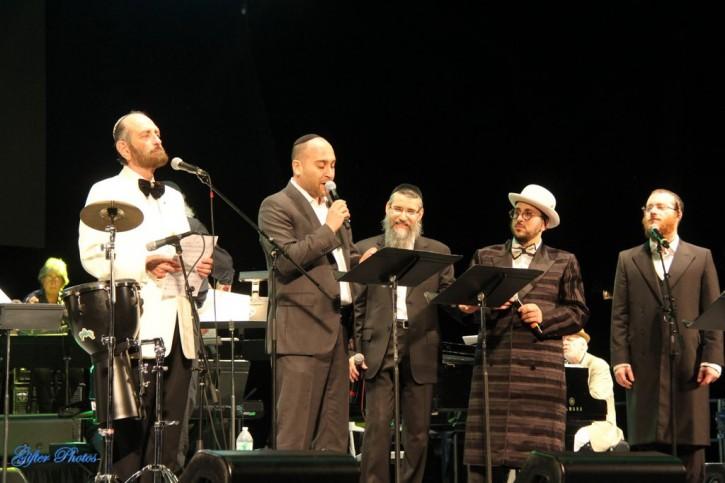 Taking the stage throughout the night were Avraham Fried, Netanel Hershtik, Yanky Lemmer, Joseph Malovany and Lipa Schmeltzer (Shimon Gifter/VINnews.com)