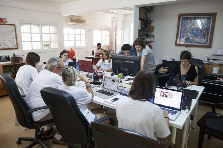 Tel Aviv – Disillusioned Ex-Israeli Peace Negotiator Finds Hope Onlin