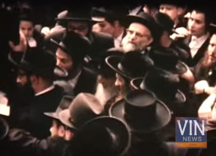 Satmar Rebbe, Reb Yoel Teitelbaum zt'l, is seen with The Birech Mosha