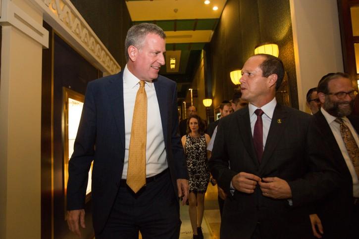 New York City Mayor Bill de Blasio (L) and Jerusalem Mayor Nir Barkat meets at the King David Hotel in Jerusalem on October 17, 2015. Photo by Yonatan Sindel/Flash90