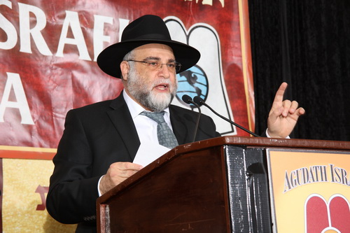 Rabbi David Ozeri of Congregation Yad Yosef in Flatbush speaking at the  93rd Agudah Convention in Stamford, CT on Nov/ 14, 2015.