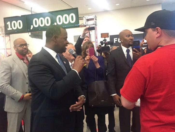 Atlanta Mayor Kasim Reed welcomes Larry Kendrick of Biloxi to the Atlanta Airport on Sunday morning. (Photo source: Hartsfield-Jackson Atlanta International Airport, Facebook)