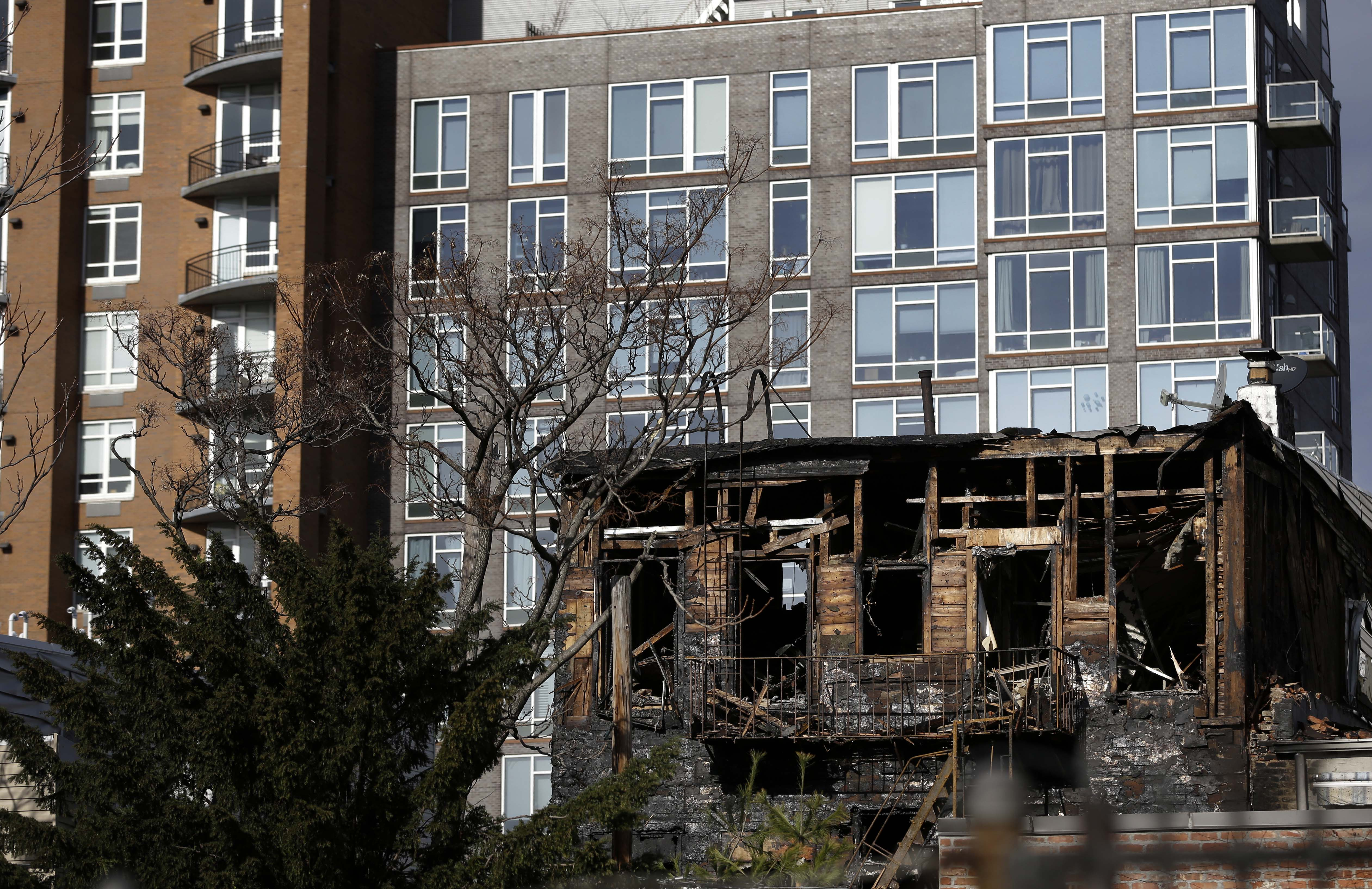 Brooklyn Ny Fire Kills As It Tears Through Williamsburg
