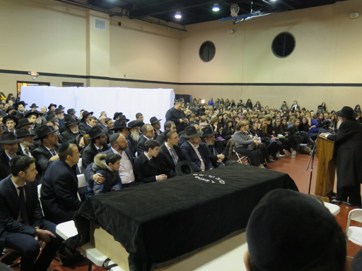 Hundreds at the funeral of Rabbi Greenwald in Monsey on Jan. 20, 2016 (ABB/JDN)