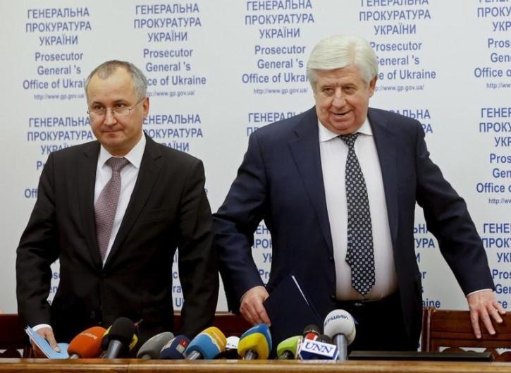 FILE - Prosecutor-General of Ukraine Viktor Shokin (R) and Head of the Security Service of Ukraine (SBU) Vasyl Hrytsak arrive for a news conference on the arrest of Hennadiy Korban, in Kiev, Ukraine, November 2, 2015. Reuters