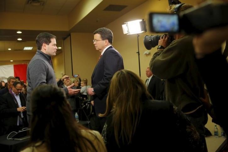 Republican presidential candidate Senator Marco Rubio (R-FL) speaks with Fox News journalist Neil Cavuto at the Ramada Hotel in Urbandale, IA, January 30, 2016. REUTERS/Aaron P. Bernstein
