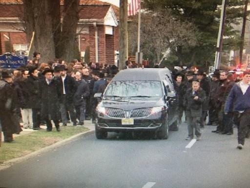 Hundreds attend the funeral of Devorah Stubin (CeFaan Kim ABC7)