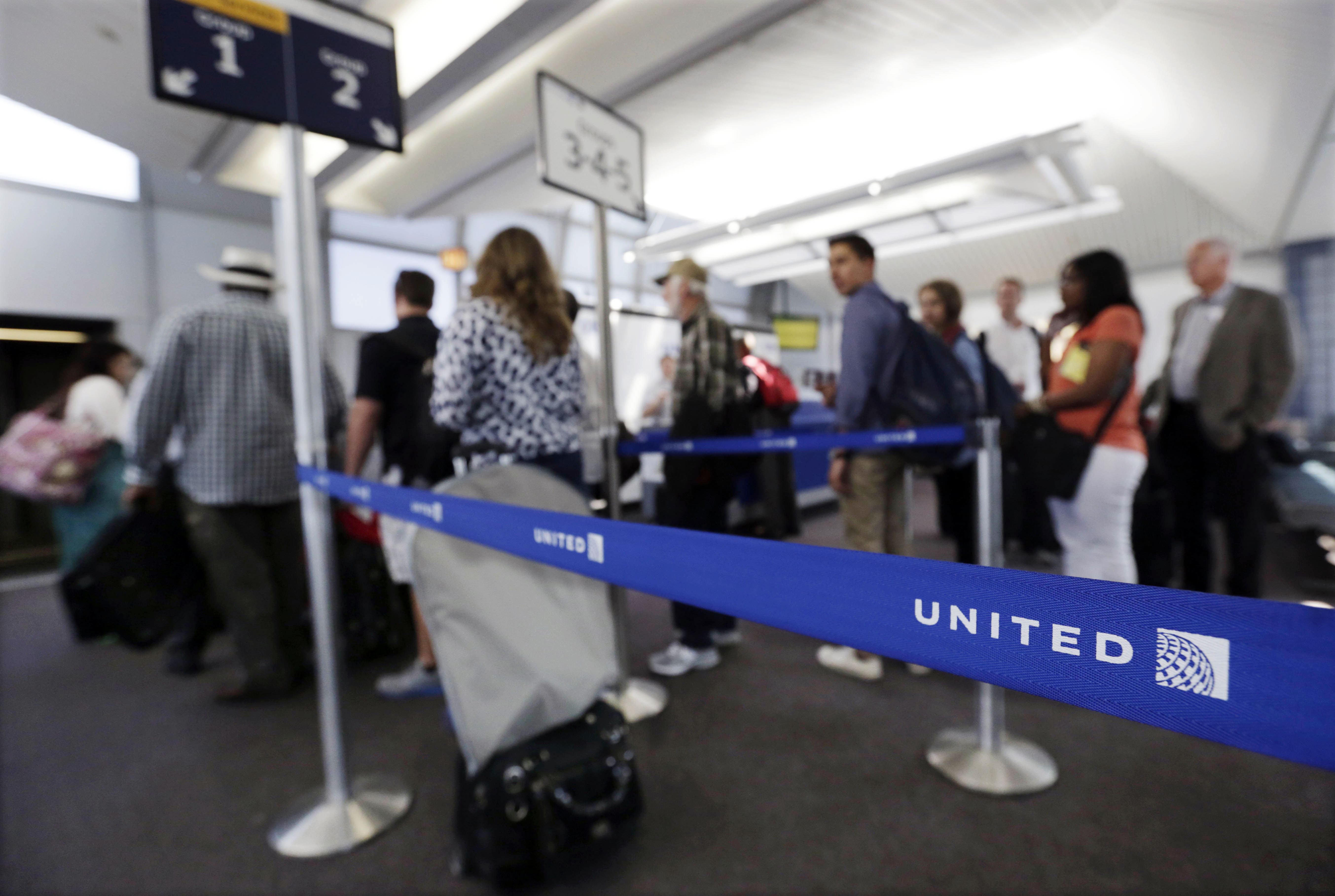 New York - United Lets Families Board Early, Reversing 4 ...