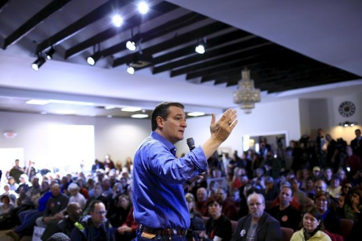 U.S. Republican presidential candidate Ted Cruz speaks at a campaign event in Windham, New Hampshire February 2, 2016. REUTERS/Eric Thayer