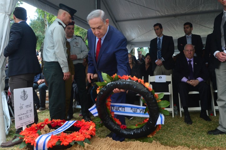 FILE - Israeli Prime Minister Benjamin Netanyahu (R) lay a wreath of flowers on the fresh grave of Former Director of Israeli Mossad (The Institute for Intelligence and Special Operations) Meir Dagan during his funeral at the cemetery in Rosh Pina, Northern Israel , on March 20, 2016. Photo by Kobi Gideon / GPO