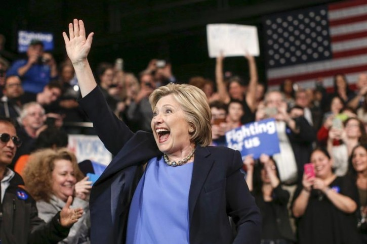 U.S. Democratic presidential candidate Hillary Clinton waves after arriving for a campaign rally at State University of New York (SUNY) at Purchase in Westchester County, New York, March 31, 2016. REUTERS/Mike Segar